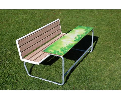 Einzeltisch gruenes Klassenzimmer Sitzflaechen mit Holzeinsatz